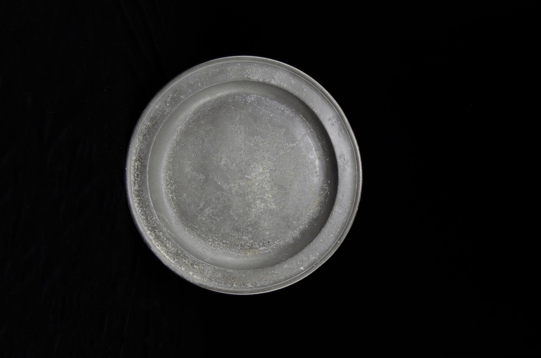 Objeto museológico (prato de estanho)