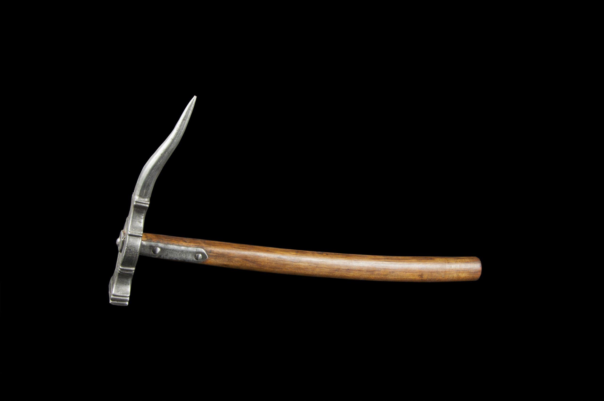 Objeto museológico (martelo de guerra)